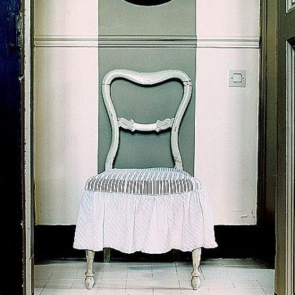 comment peindre des rayures sur un mur d conome. Black Bedroom Furniture Sets. Home Design Ideas