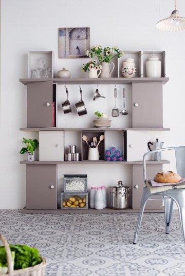 meuble de rangement en caisses de vin d conome. Black Bedroom Furniture Sets. Home Design Ideas