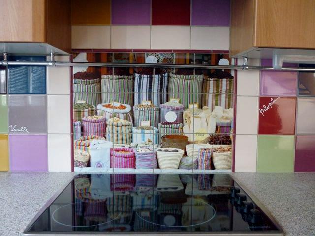 Personnaliser sa cuisine ou sa salle de bain avec une for Credence cuisine coloree
