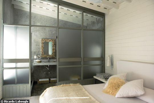Coup de coeur pour les verri res int rieures d conome for Chambre avec salle de bain ouverte