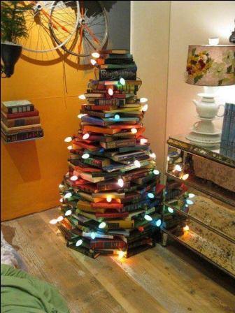 DIY sapin de noël de livres empilés