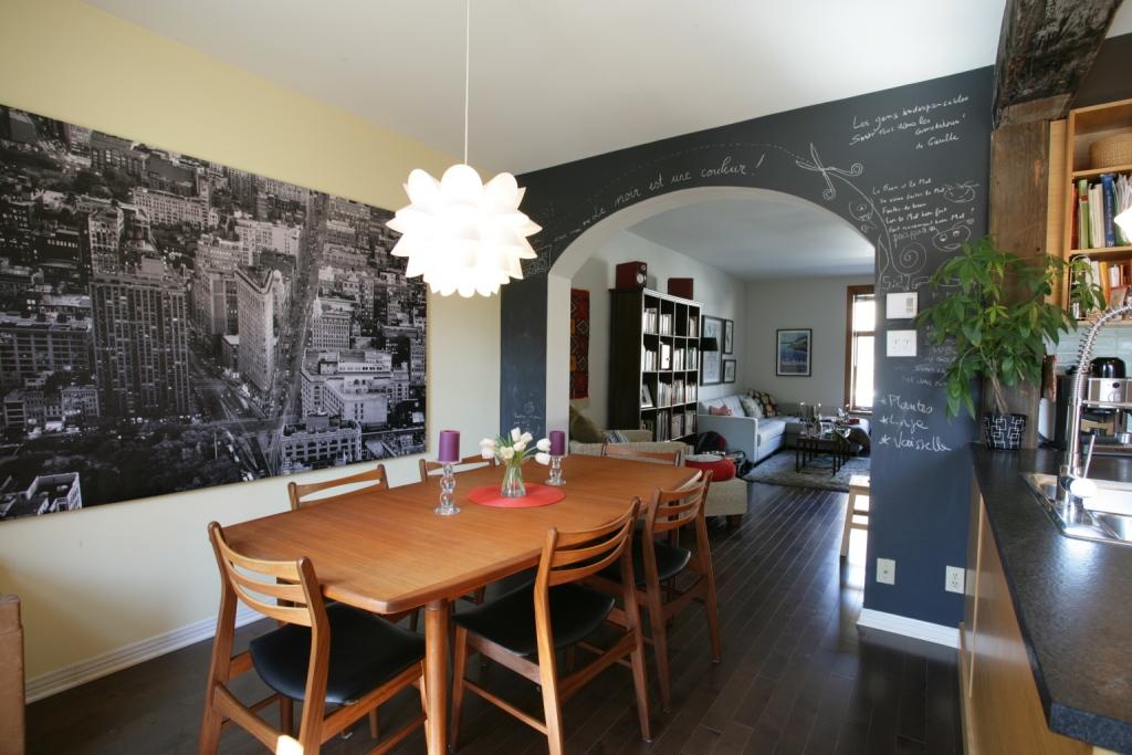Visite d 39 une maison de ville enti rement r nov e d conome for Table de salle a manger grange